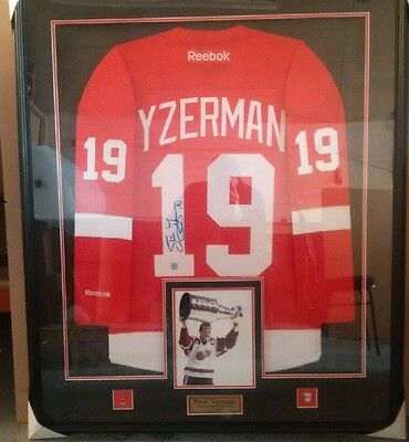 Steve Yzerman Autographed / Signed & Framed Hockey Jersey Detroit Red Wings HOF