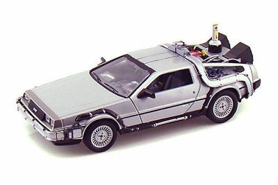 Back to the Future II DeLorean Time Machine Welly 22441W 1/24 Scale Diecast Car