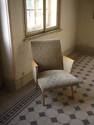 Off white vintage retro lounge chair great design