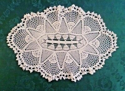 VINTAGE FINE WORKED HAND CROCHETED WHITE OVAL DOILEY 30 cms x 20 cms