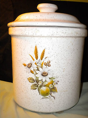 """Blue Mountain Pottery, """"country Charm"""" Canaster, C1970's"""