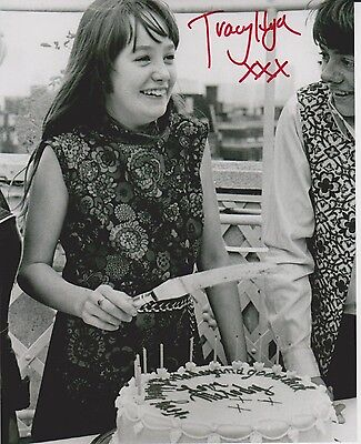 Tracy Hyde Signed Photo - MELODY - Starring Mark Lester & Jack Wild - RARE G509