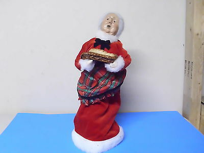 Byers Choice Williamsburg Doll Figure Lady Holding Tray Of Bread 1999