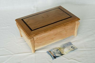 Wood chest. no:11