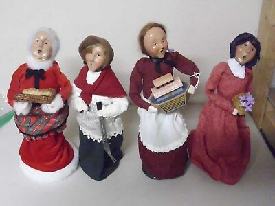 Byers Choice Williamsburg Doll The Carolers Lady Holding Boat 2006
