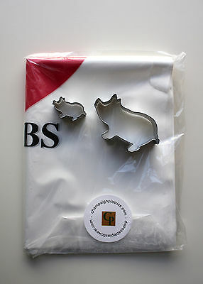 Set Of 25 Disposable I Love Rib Bibs And 2 Metal Pig Cookie Cutters