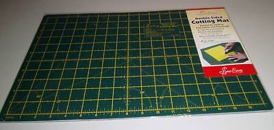 """Double Sided Cutting Mat For Quilting Or Crafts  Medium 18"""" X 12"""" - 45Cm X 30Cm"""