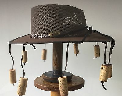 Canvas / mesh hat with  flexible  brim Brown With 9 corks