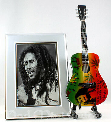 Miniature Guitar BOB MARLEY with stand. PHOTO + FRAME 6x4