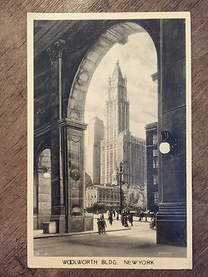 Woolworth Building New York  USA Postcard. Ref015