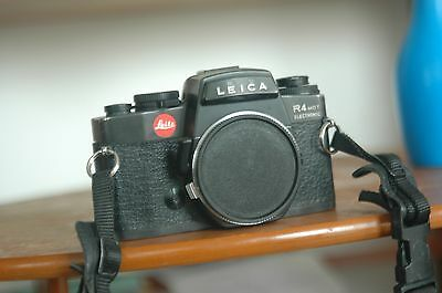 Leica R4 Electronics Camera body with a case and manual