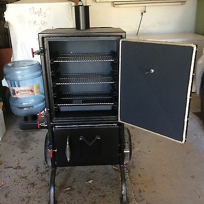 Brand New MeadowCreek BX25 Box Smoker