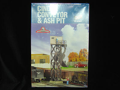 NEW HO scale Walthers Cornerstone series Cinder Conveyor and Ash pit  kit