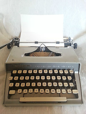 Vintage 1950's Remington Travel Riter Deluxe Portable Typewriter with Case