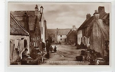 IN THE FISHERTOWN, CROMARTY: Ross-shire postcard (C19982)