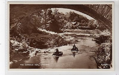 THE CORACLE MEN, CENARTH: Carmarthenshire postcard (C20089)