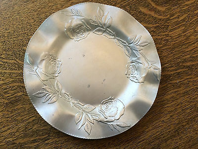 """Hammered Aluminum Plate Roses Design Made in Canada Marked 460 Vintage 25cm 10"""""""