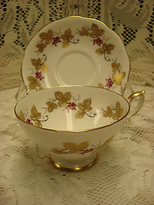 Royal Standard GRAPEVINE PATTERN tea cup and saucer Made In England TR2