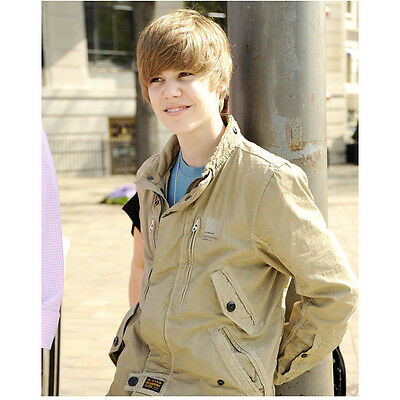 Justin Bieber Close Up Smile Leaning Against Pole 8 x 10 Inch Photo