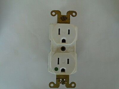 8200-T7 15 Amp 125 Volt Hospital Grade White TR Duplex Outlet Receptacle USA