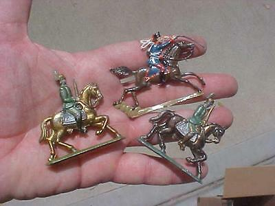 British Calvary Horse Toy Lead Soldier 3 total Figurines (16H1)
