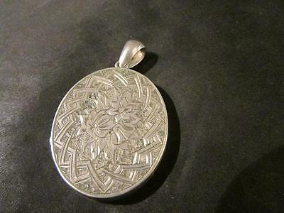 Beautiful Victorian Quality Double Sided Engraved Locket