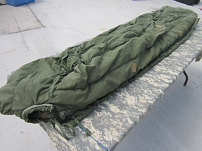 Us Army Military Issue Extreme Cold Weather Green Sleeping Bag Used Vietnam Era