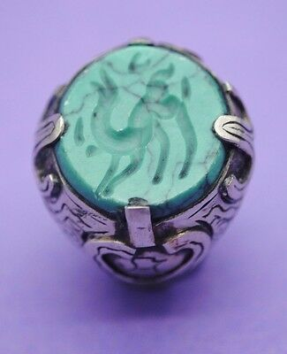 Post Medieval Islamic silver ring with animal seal insert