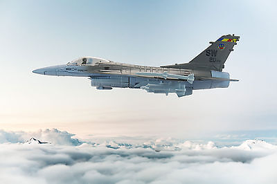 Lockheed Martin F-16 Grey Fighting Falcon 1:72 die-cast toy model jet aircraft