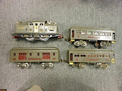 Lionel #318 Gray Electric Locomotive and 3 Passenger Cars (332,339,341)