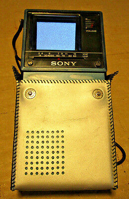 Sony Watchman FD-20A Flat Black & White Handheld Portable TV VHF UHF W/ Case