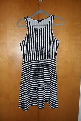 Pre-owned Juniors dress by H&M Size S