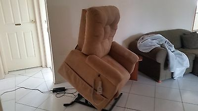 Mobility Aids - Lift Lounge Chair - Used