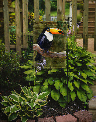 Carolines Treasures  MM6037GF Bird - Toucan Flag Garden Size