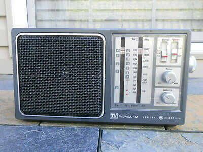 Vintage General Electric Model 7-2945A 4-Band Portable Radio, Looks & Plays Well