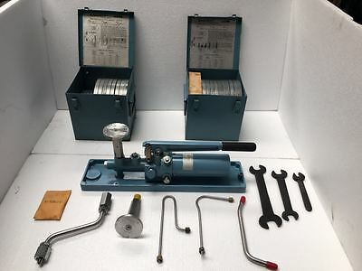 Ashcroft 1305-D Portable Dead Weight Tester,700 Bar/10,000 Psi Complete Set