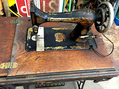 Antique 1906 No. 7 Singer Sewing Machine and Table