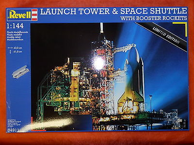 Revell 04911 Launch Tower & Space Shuttler with Booster *NEW*NEU* Maßstab 1:144