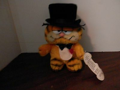 """Garfield by Dakin 1981 8"""" Out On The Town Plush Stuffed Animal vintage with tags"""