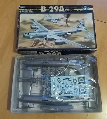 Crown 1/144 B-29 Superfortress ovp