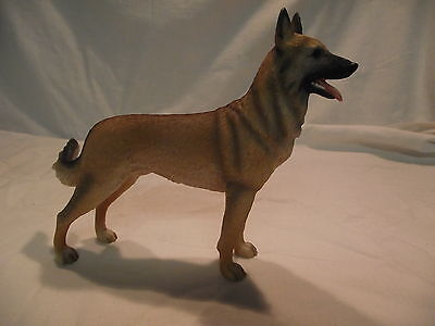 Statue de collection LEONARDO -  BERGER MALINOIS DEBOUT