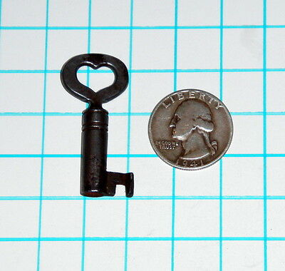 Real Antique Vtg old Heart Shaped Bow Barrel Skeleton Key Steampunk Jewelry Lock