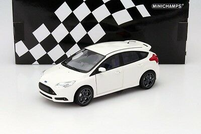 Ford Focus ST Year 2011 white 1:18 Minichamps 110082004