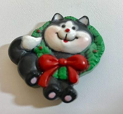RUSS Christmas Pin Tuxedo CAT Black & White in WREATH Vintage Holiday
