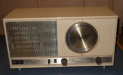 Vintage General Electric Tube Radio T-236A Beige Am/fm Table Top Style 1963