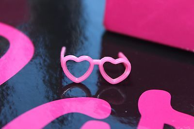 Barbie doll Stacie and friends Courtney heart pink glasses eye Mattel
