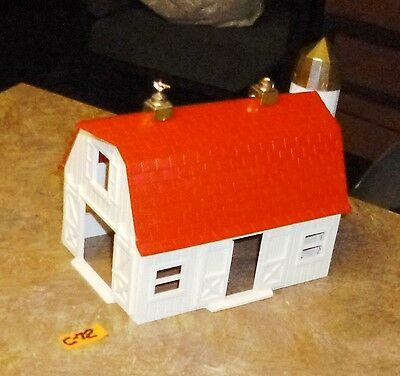 Bachmann  Plasticville   White And Red Barn  As  Shown  O-Scale.