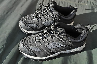 Canadian Forces Training / Hiking Shoes Size Men's 9 Wide NEW