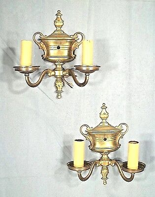 ANTIQUE PAIR OF EARLY 20th CENTURY CLASSICAL URN BACK DOUBLE ARM BRASS SCONCES
