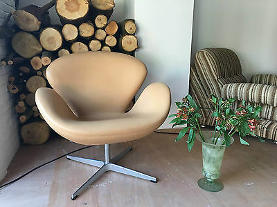 Arne Jacobsen inspired Swan Chair in Tan Aniline Leather 8 Available